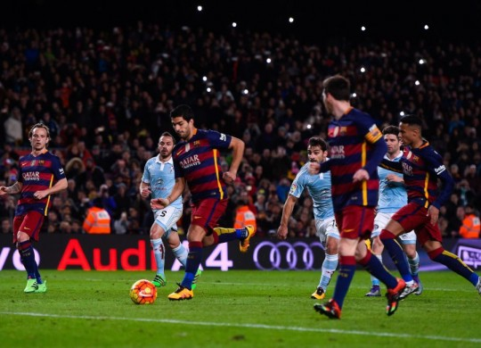 PENAL MESSI VS SUAREZ